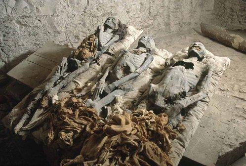 الصورة: مومياء وجدت في غرفة سرية من قبر الفرعون أخناتون